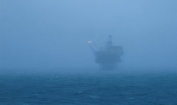 Chaos as huge wave kills Norway oil rig worker